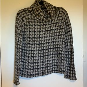 Super comfy and cute houndstooth sweater!